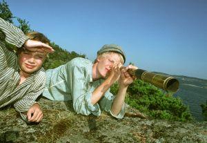 Mikael Kuosmanen (Heikki) ja Ricardo Battilana (Antti) tv-draamassa Venny (2003).