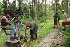 Tv-draama Vennyn kuvauksissa (2003).