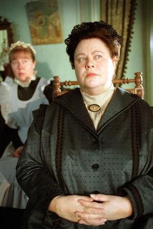 Tuula Nyman (Minna Canth) ja sisäkkö (Henna Hakkarainen) tv-draamassa Venny (2003).