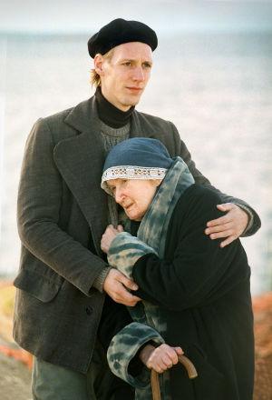 Pekka Strang (Heikki Aho) ja Ritva Ahonen (Venny Soldan) tv-draamassa Venny (2003).