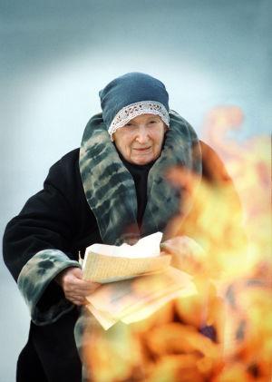 Ritva Ahonen (Venny Soldan) tv-draamassa Venny (2003).