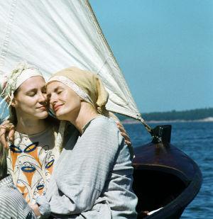 Sara Paavolainen (Venny Soldan) ja Minna Puolanto (Maggi Gripenberg) tv-draamassa Venny (2003).