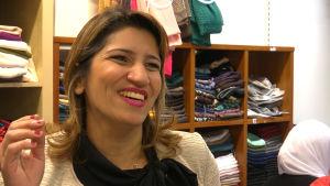 Gab al-Khalili nauraa vaateliikkeessään Malmössä