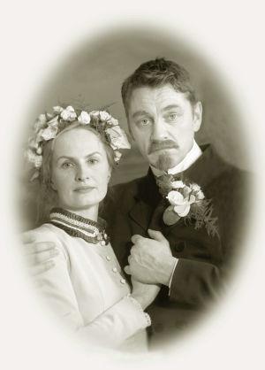 Hääkuva. Sara Paaavolainen (Venny Soldan) ja Ville Virtanen (Juhani Aho)  tv-draamassa Venny (2003).