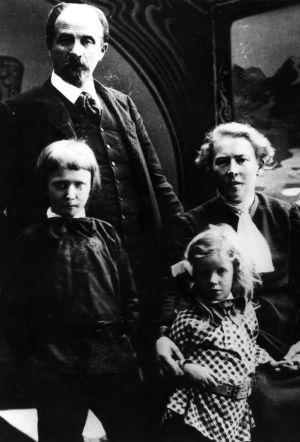 Juhani Aho, Venny Soldan-Brofeldt, Heikki ja Antti Aho vuonna 1903.