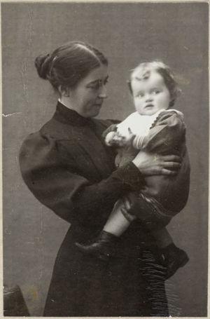 Tilly Soldan ja hänen poikansa Björn (noin 1903).