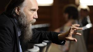 Filosofi Aleksandr Dugin sivukuvassa.
