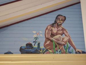 Aatami maalattuna kirkon kattoon, alaston polvistuneena, vieressä kasveja.