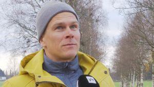 Matias Strandvall utbildar sig till tränare på Norrvalla.
