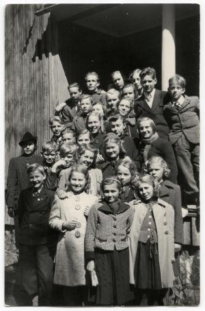 Käpylän koulun kolmas luokka keväällä 1941.