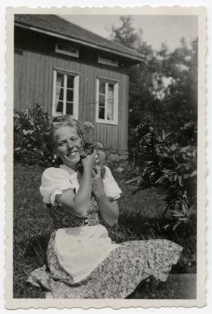 Meri ja kissa kesällä 1941.