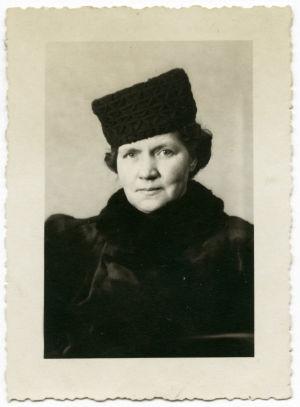 Meri Louhoksen äiti Minkka Louhos 50-vuotiskuvassaan.