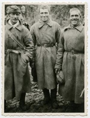 Kolme neuvostoliittolaista sotavankia.