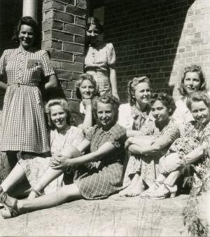 Varalan urheiluopiston opiskelijoita 1942-43.