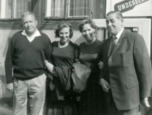 Meri Louhos Suomi-Tyttöjen kanssa kiertueella Länsi-Saksassa. 1960-luvulla.