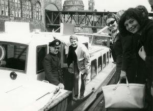 Suomi-Tytöt Hampurissa laivalla.