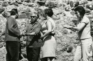 Peter Klein ohjaa oopperaluokkaa Savonlinnassa 1960-luvulla.