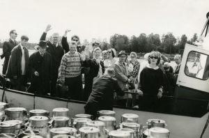 Savonlinnan Oopperajuhlien taiteilijoita laivaretkellä 1960-luvulla.