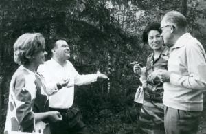 Richard Hauser, vaimonsa, Kauko Kuosma ja Inkeri Siukonen.