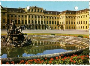 Schönbrunnin linna Wienissä postikortissa .