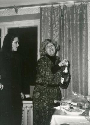 Meri Louhos ja Tina Holmberg Moskovan konservatorion asuntolassa 1978.