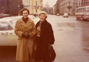 Kirsti von Boehm ja Meri Louhos Leningradissa 1960-luvun loppupuolella.