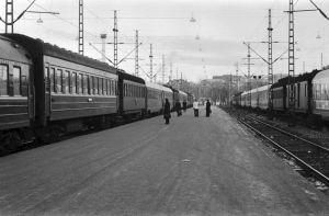 Leningradin-juna Helsingin rautatieasemalla 1975.