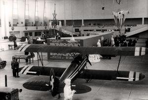 Sotasaalisnäyttelyssä Helsingin Messuhallissa keväällä 1941 esiteltiin Neuvostoliiton ilmavoimien kalustoa, mm. vesitaso.