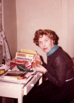 Meri Louhos syö hapankorppuja Amerikassa 1960-61.