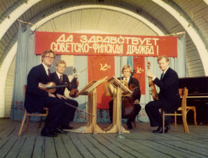 Finalndia-kvartetti esiintyy ulkoilmalavalla Odessassa 1974.