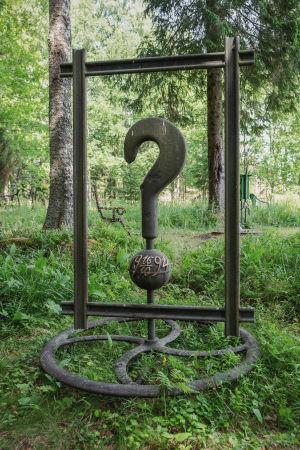 Matti Jävenpään raudasta tehty teos Rautapuistossa Hämeenkyrössä.