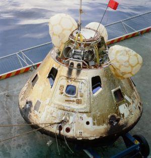 Apollo 8-kapseln på hangarfartyget Yorktowns däck.