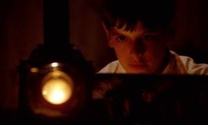 Alexander (Bertil Guve) ja laterna magica elokuvassa Fanny ja Alexander