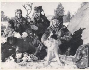 Ella-Stiina, Veikko och SImoni Laakso på utställning i Tyskland 1930.