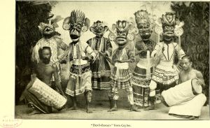 "Dansare från Sri Lanka på foto i Carl Hagenbecks bok ""Beasts and men"" (1912)."