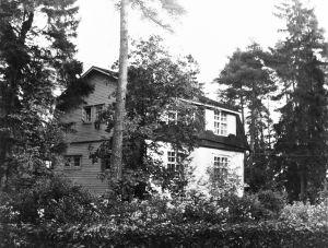 Säveltäjä Erkki Melartinin huvila Pukinmäessä 1930-luvulla.