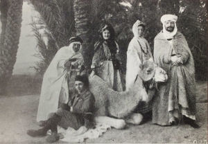 Selma Kajanus ja Lilly Londén Algerian Biskrassa 1914.