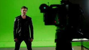 Sebastian Rejman Look Away -musiikkivideon kuvauksissa