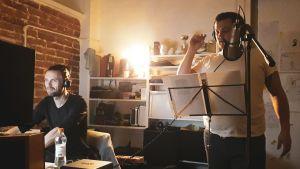 Kimmo Vänttinen ja Trent Pancy äänittävät The Felix Kersten Files -podcastia