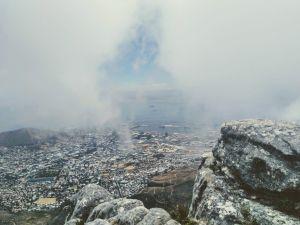 korkealta vuorelta otettu kuva kaupungista