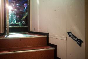 Näkymä takahuoneesta laivan yökerhon lavalle