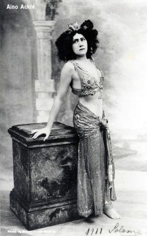 Oopperalaulaja Aino Ackté Salomen roolissa noin 1911.