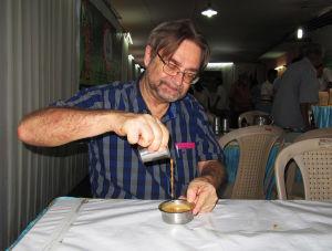 Eero Hämeenniemi ravintolassa Tamil Nadun Chennaissa.