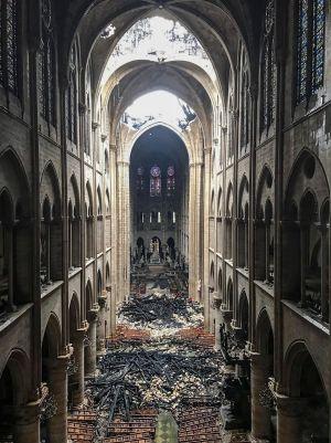 Bild inifrån Notre-Dame.