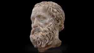 Kuva Aiskhylos-patsaasta.