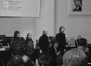 Agit Prop -lauluyhtye esiintyy Chilen solidaarisuuskokousessa syyskuussa 1973.