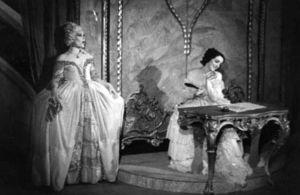Aulikki Rautawaara Mozartin Figaron häiden kreivittärenä Clyndebournessa 1930-luvulla.