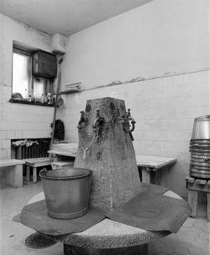 Naisten saunan pesuhuone Hämeentien saunassa (Hämeentie 36)