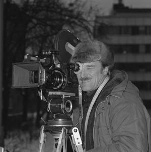 Åke Lindman elokuvaamassa Elämänmenon kohtausta