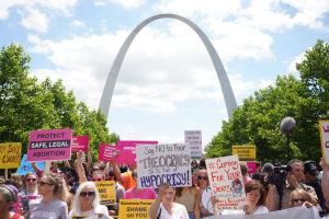 Abortförespråkare demonstrerar i Missouri, USA, 30 maj 2019.